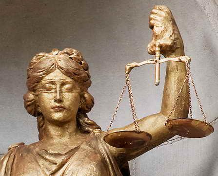 El Origen de la Ley - La Balanza de la Diosa griega de la Justicia, Themis, que invita al Equilibrio