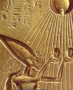 Akhénaton recevant les dons du Soleil