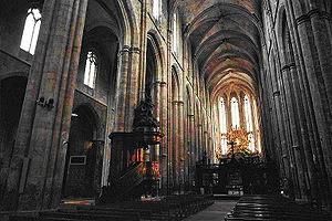 Intérieur de la basilique de Saint-Maximin-la-Sainte-Baume